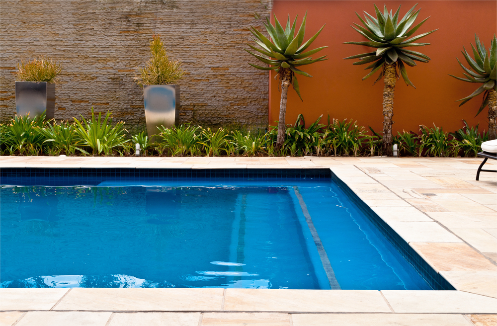 Plastered pool with black steap treads